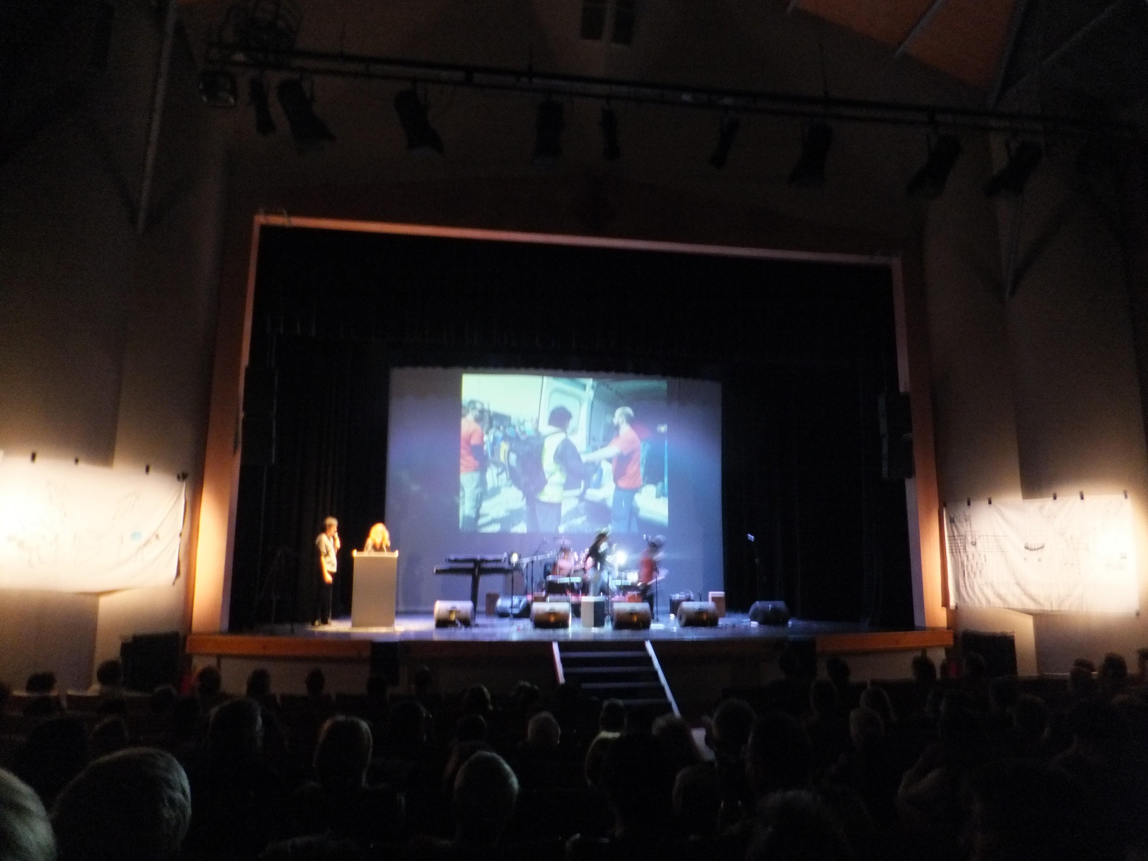 campana-sensibilizacion-j-e-concert-solidari-a-favor-dels-refujiats-del-camp-dendomeni-017